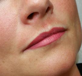 Full lips permanente make-up
